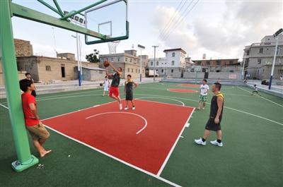 一个塑胶篮球场造价多少钱
